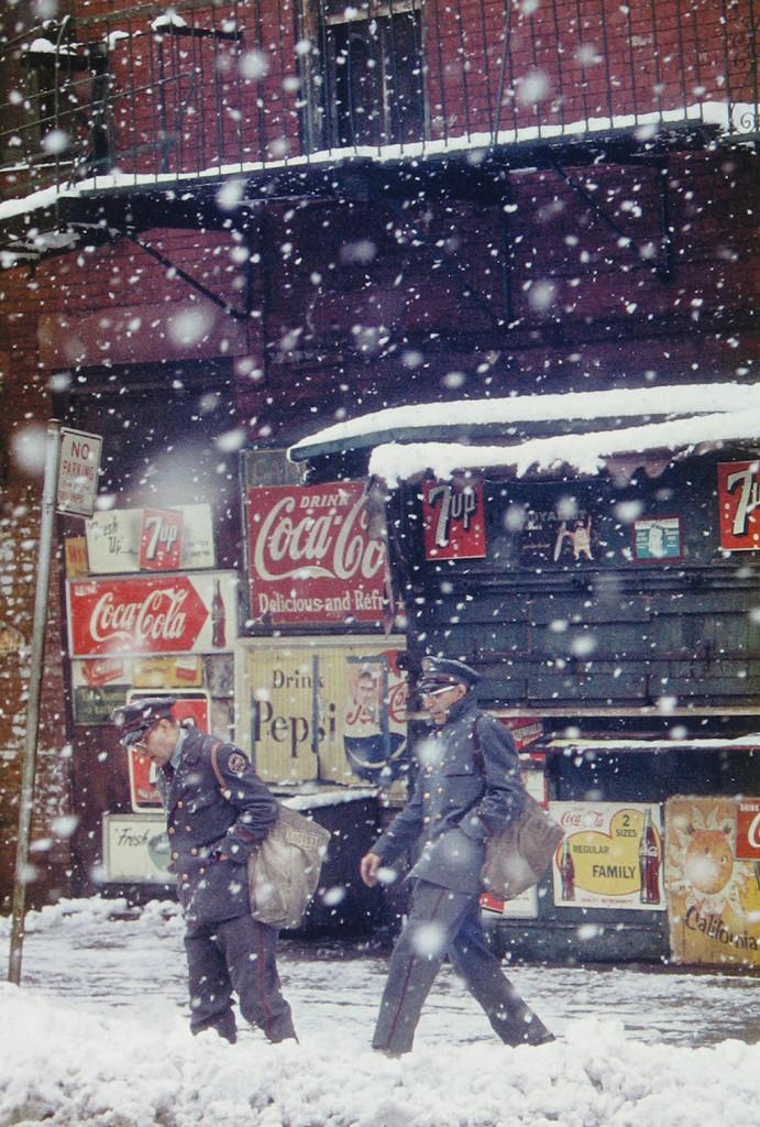 04_ Press image l Saul Leiter, Postmen, 1952